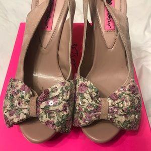 Betsey Johnson Fionna heels